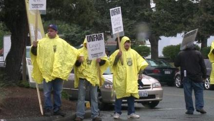 Kent wire workers on the picket line